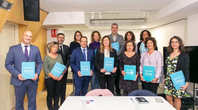 Enfermeras Estomaterapéutas y pacientes ostomizados presentan el Libro Blanco de la Ostomía a la Consellera de Salut de Baleares Patricia Gómez Picard